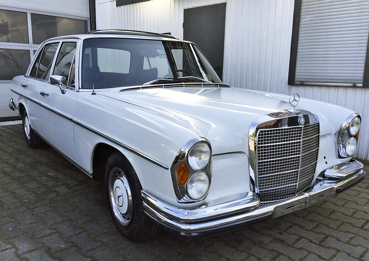 alter Mercedes Benz W108