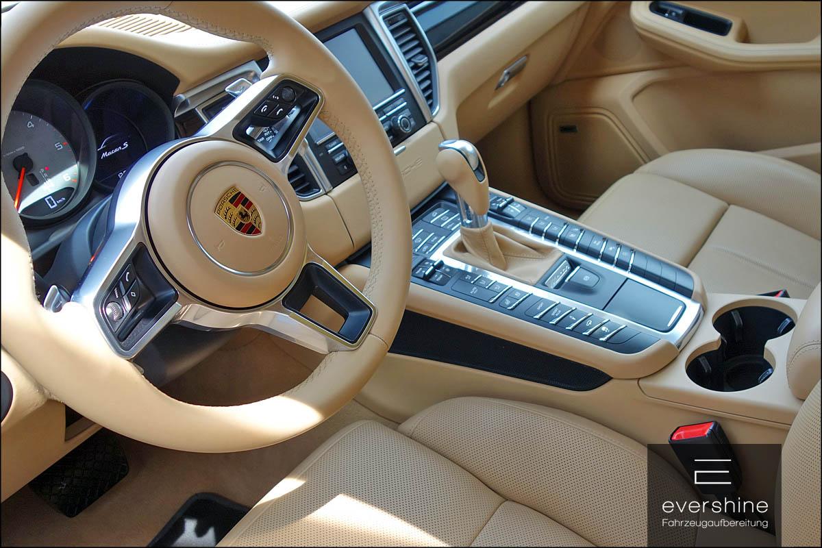 Lederreinigung und Lederpflege bei evershine Fahrzeugaufbereitung am Beispiel Porsche Cayenne
