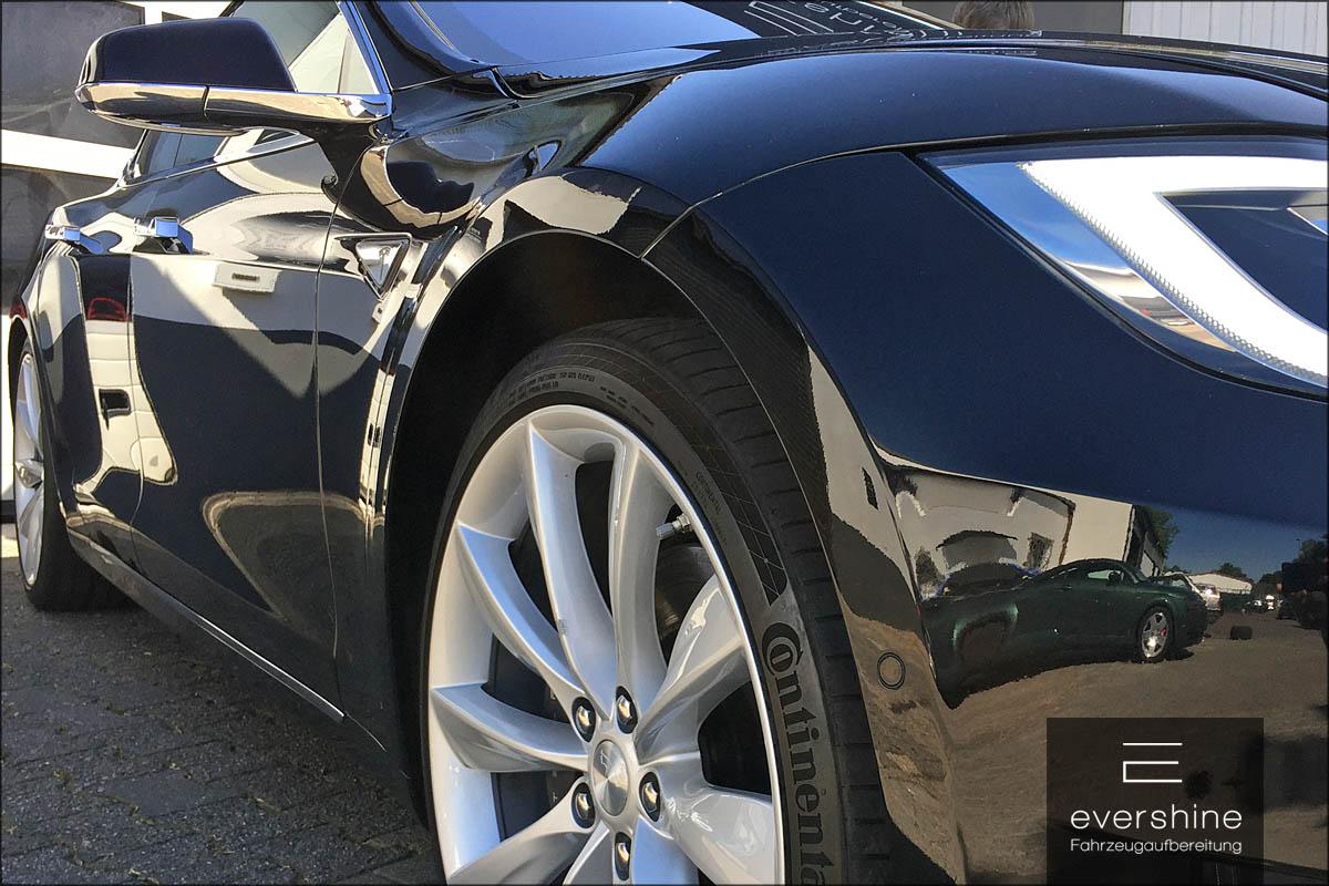 glänzender Tesla Model S