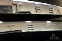 Tesla Schriftzug