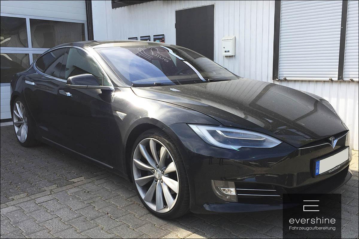 Tesla Model S vor der Aufbereitung
