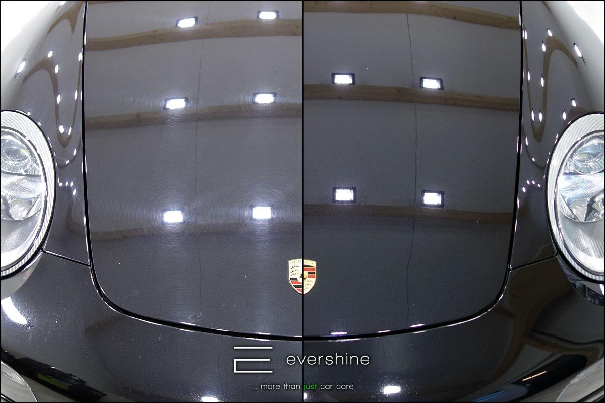 Das Foto zeigt die Fahrzeugaufbereitung eines Porsche 997 Turbo. Es zeigt den Vergleich vorher nachher einer polierten Motorhaube. Links zeigt der Lackzustand vorher, rechts zeigt das Ergebnis nach der Lackaufbereitung - Fahrzeugaufbereitung