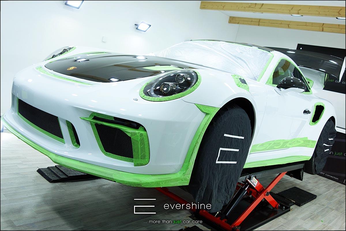 Lackaufbereitung Abkleben - Porsche GT3 abgeklebt und vorbereitet für die Lackaufbereitung